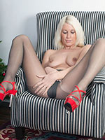Blonde Lil\\\' Santa Krystal Plays In Her Grey Pantyhose - Picture 9