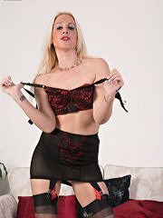 Bottle Blonde Krystal Is Vintage Girdled And French Ff Nyloned For You! - Picture 7