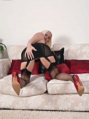 Bottle Blonde Krystal Is Vintage Girdled And French Ff Nyloned For You! - Picture 8