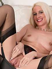 Bottle Blonde Krystal Is Vintage Girdled And French Ff Nyloned For You! - Picture 14