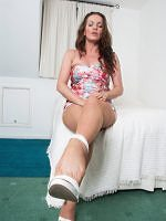 Marlyn - Nylon Or Bare My Feet Are For You - Picture 3