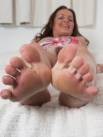 Marlyn - Nylon Or Bare My Feet Are For You - Picture 15