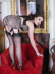 Sophia In A Silk Dress And Vintage Leopard Print Lingerie - Picture 13