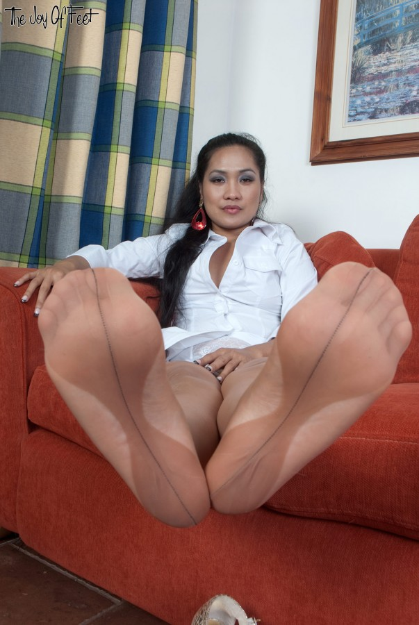 Latina Stockings Feet