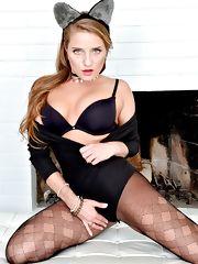 Sexy Pics 4 U- Sofi Goldfinger – Playful Pussy! @ Pantyhose4u.net