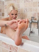 Kelly Fox - Peeping At My Tootsies - Picture 5