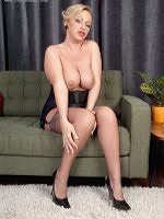 Taylor Morgan - Sweet Nylon Feet - Picture 1