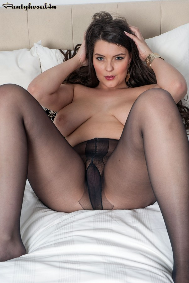 Black pantyhose with stilettos 6
