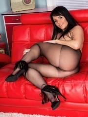 Sexy Pics 4 U- Raven Lee – Gusset flasher! @ Pantyhose4u.net
