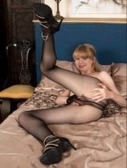Sexy Pics 4 U- Heidi Bush – Tight tease and tear! @ Pantyhose4u.net