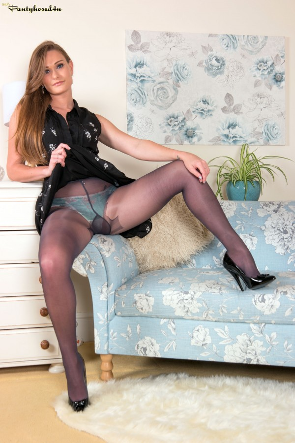 conner-pantyhose